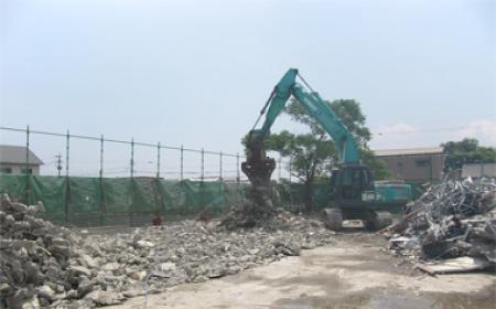 建物基礎部分の解体